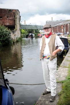 PIC BY BEN FURST/MERCURY PRESS (PICTURED: A MAN DRESSED UP FOR THE OCCASION AT THE BURNLEY CANAL FESTIVAL .PIC DATE 28.08.2016) These beautiful pictures show families flooding the banks of Burnley canal to mark the 200th birthday of the Leeds-Liverpool waterway this Bank Holiday weekend. Artists joined dancers, bands, boaters and residents to stage a 'creative revolution' with an explosion of colour, art and family fun for this year's Burnley Canal Festival. To celebrate the bicentenary of the 127-mile canal, festival participants donned traditional Victorian dress while venues along the water were adorned with new artworks and performances. And while a myriad of colourful boats and barges filled the waterway, kids had the chance to decorate their own less water-resistant vessel made of cardboard. Drawing on the heritage of Burnley as a vital cog in the wheel on industrialisation, revellers were also treated to maypole dancing, Punch and Judy shows and folk dancing SEE MERCURY COPY